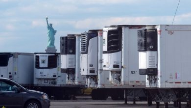 Photo of Hundreds of early COVID-19 victims in NYC stored in freezer trucks on Brooklyn waterfront: report   New York Daily News